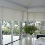 decoracion minimalista y cortinas roller